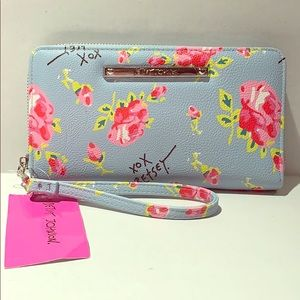 Handbags - Betsey Johnson NWT Floral Zia Wristlet Wallet